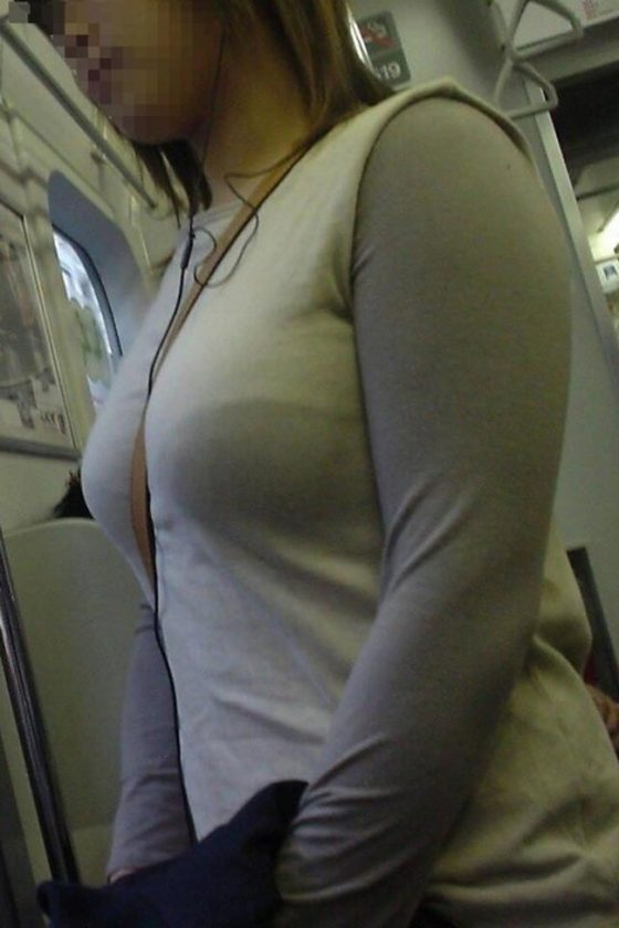 電車で出会った着衣巨乳の素人さん (6)