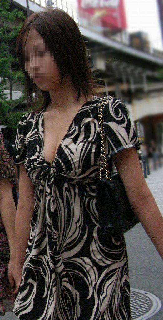 着衣なのに巨乳が目立ちまくりな素人さん (19)