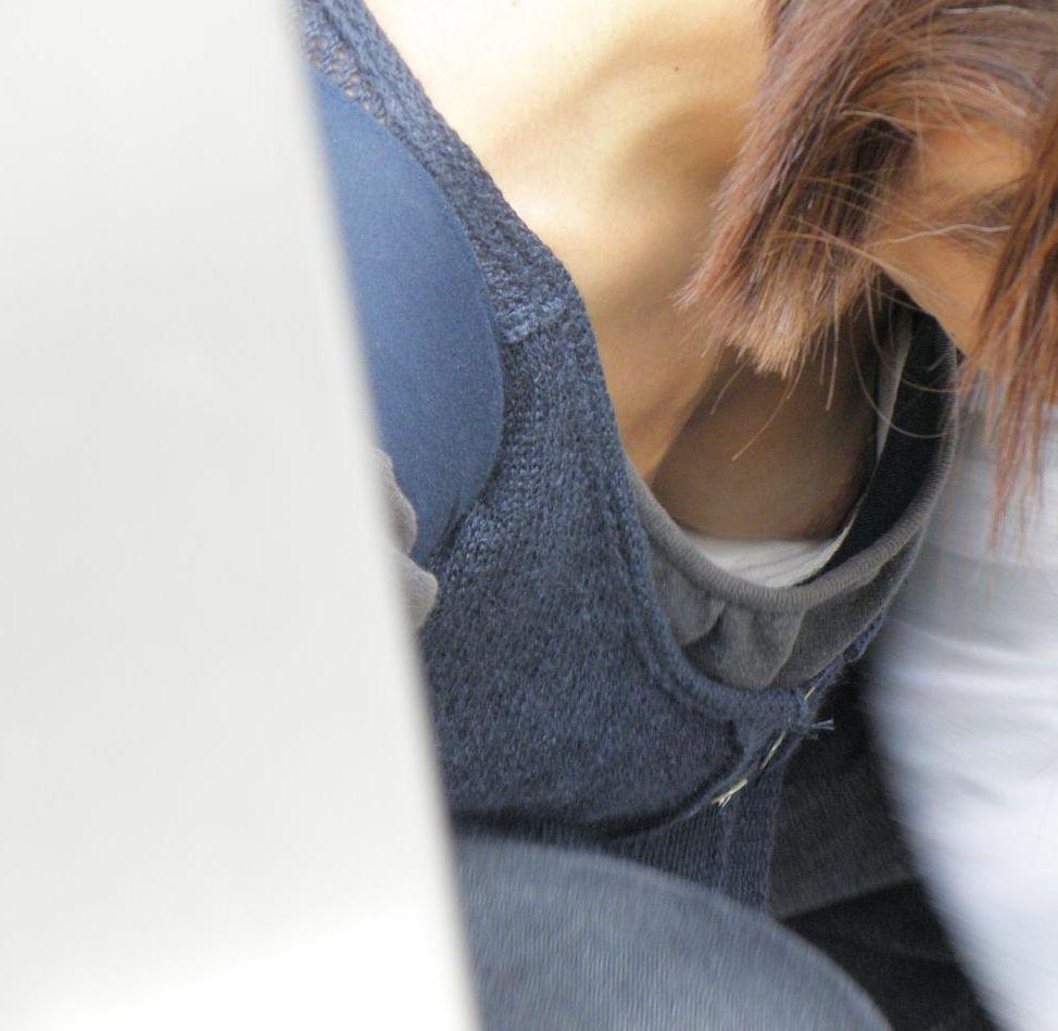 乳首までチラチラ見えてる素人さんを街撮り (20)
