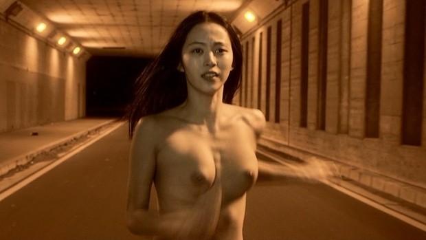 女優やアイドルが全裸になってる画像 (10)