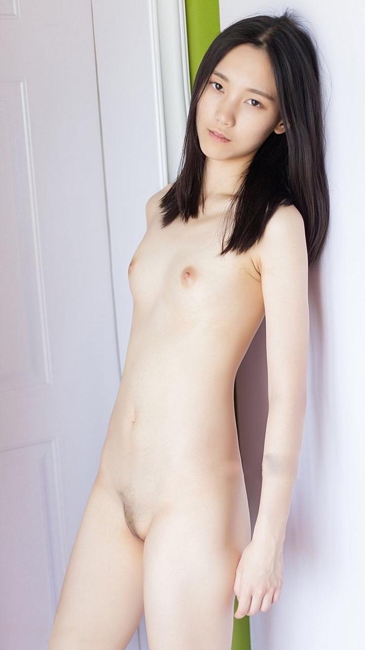 貧乳が可愛い美少女たちのヌード画像 (9)