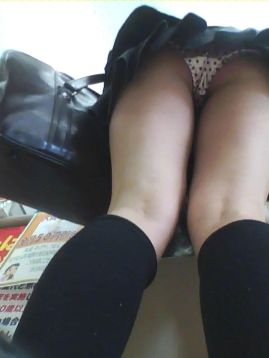 ミニスカートを見上げるとパンツも見えた (3)