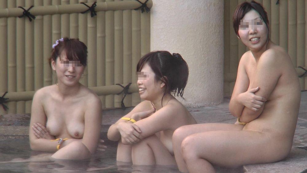 露天風呂の女湯は全裸の女性がイッパイ (6)