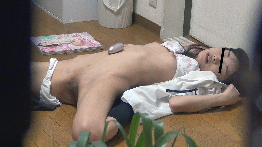 自宅で性欲解消のためオナニーしちゃう素人さん (19)