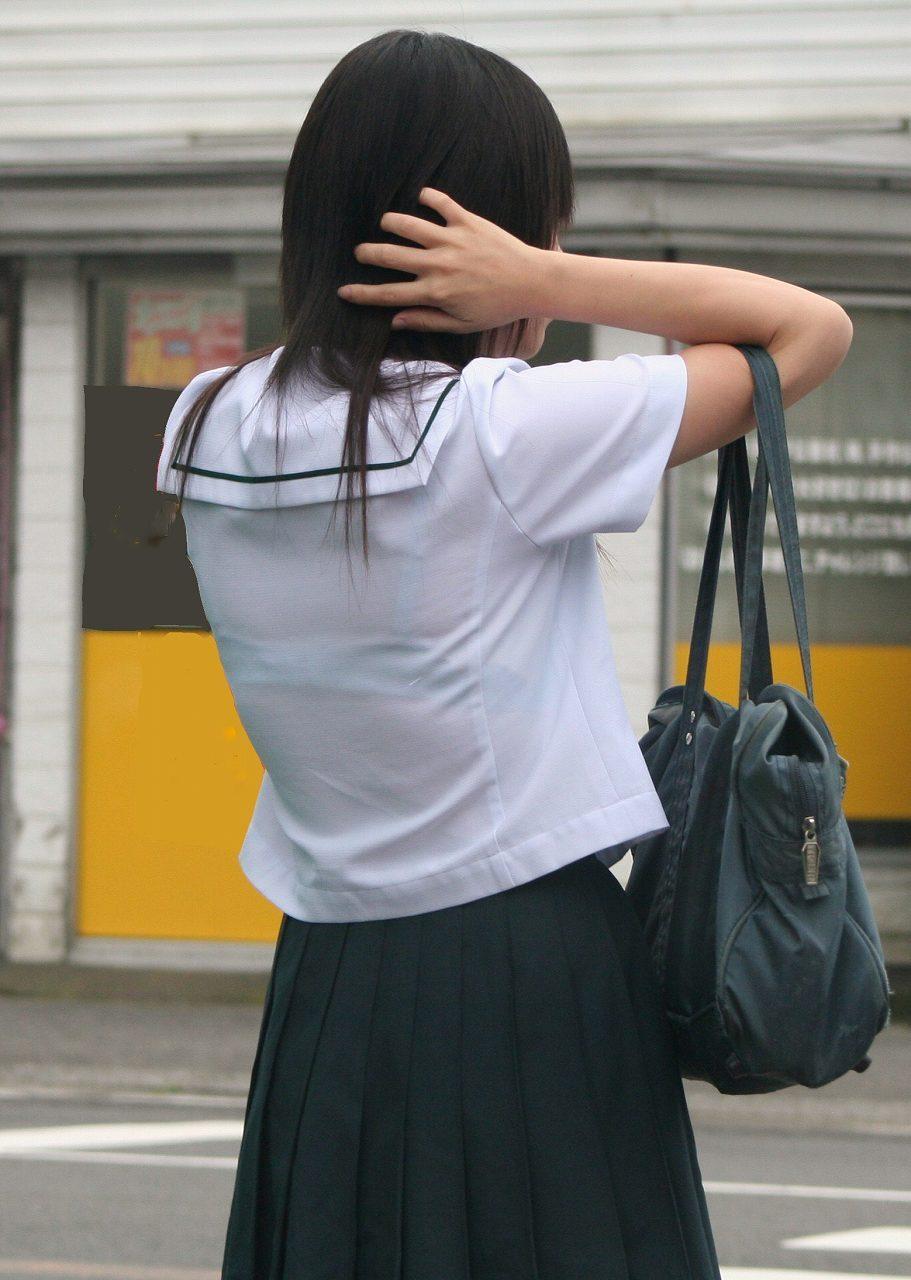 背中からブラジャーが透けてる素人さん (15)