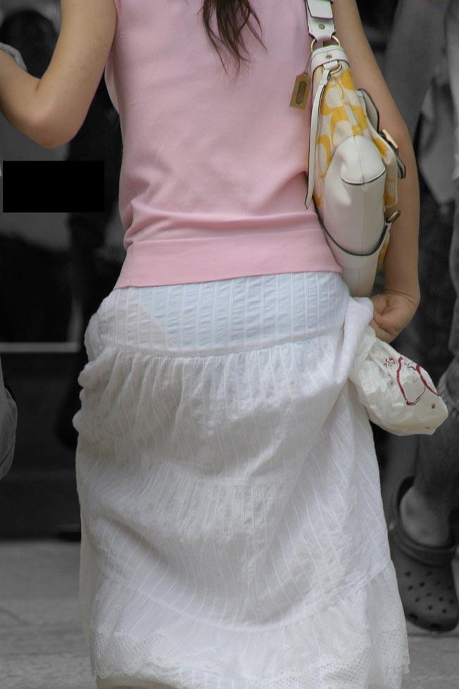 素人の透けパン女性たちの画像 (18)