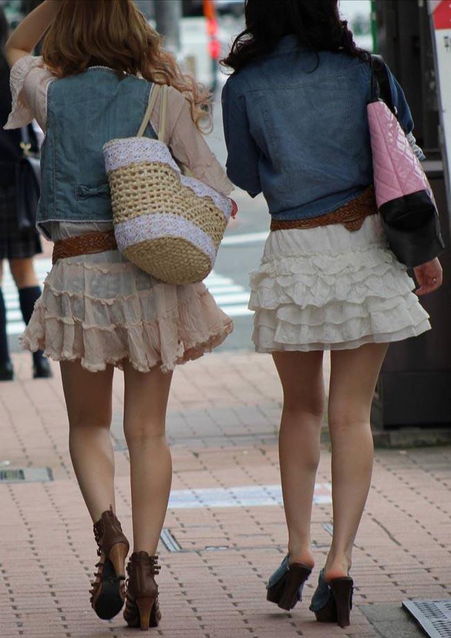 素人の透けパン女性たちの画像 (2)