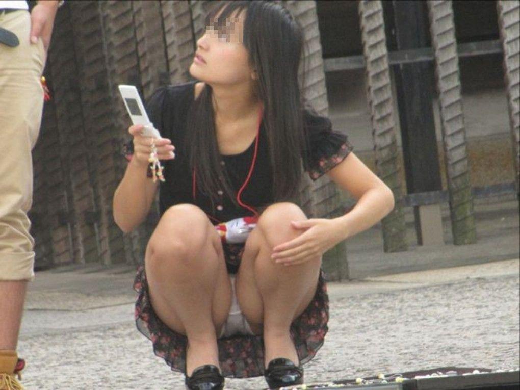 素人さんのスカートからパンチラ画像 (8)