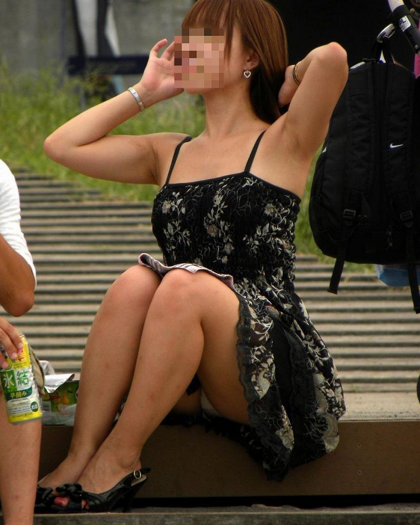 素人さんのスカートからパンチラ画像 (19)