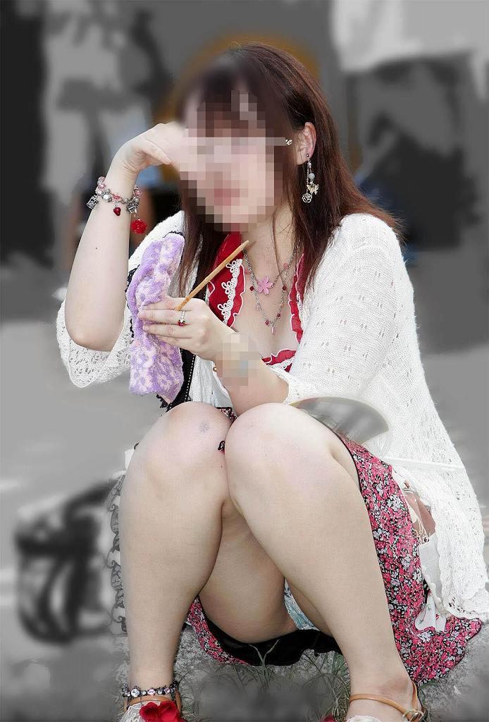 素人さんのスカートからパンチラ画像 (16)