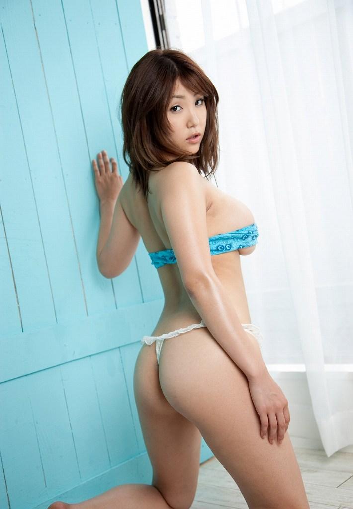 思わず触りたくなる綺麗な美尻 (15)