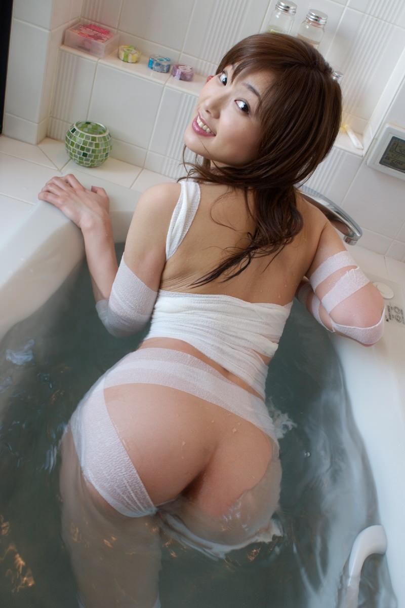 思わず触りたくなる綺麗な美尻 (3)