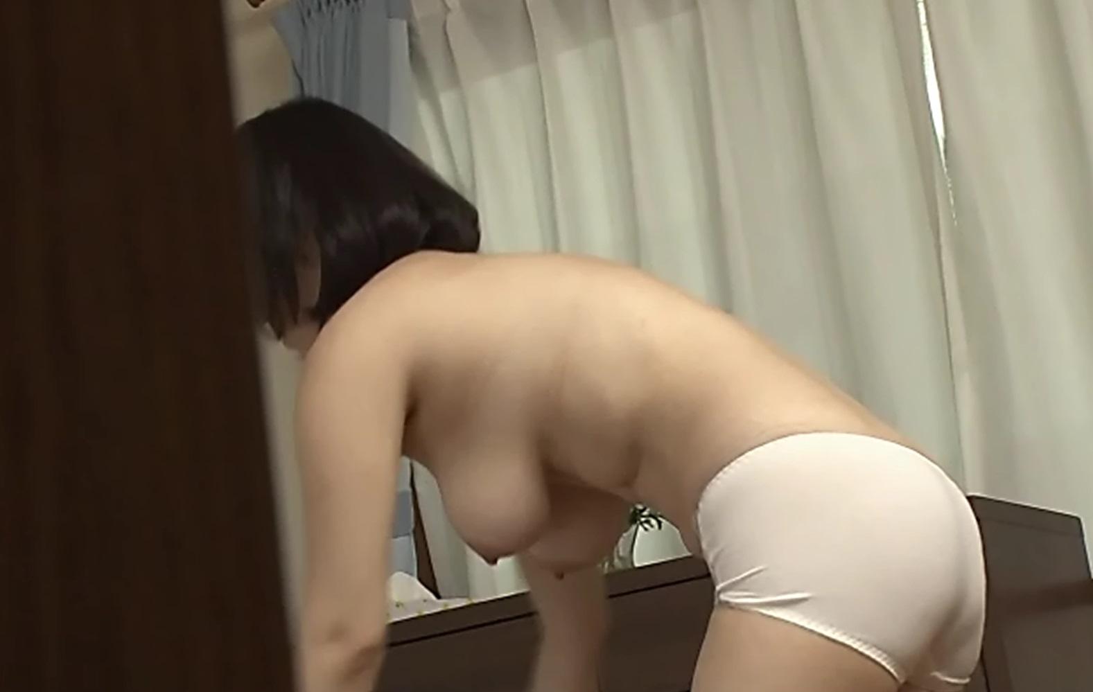 自宅で着替えている素人さんを覗き見 (12)