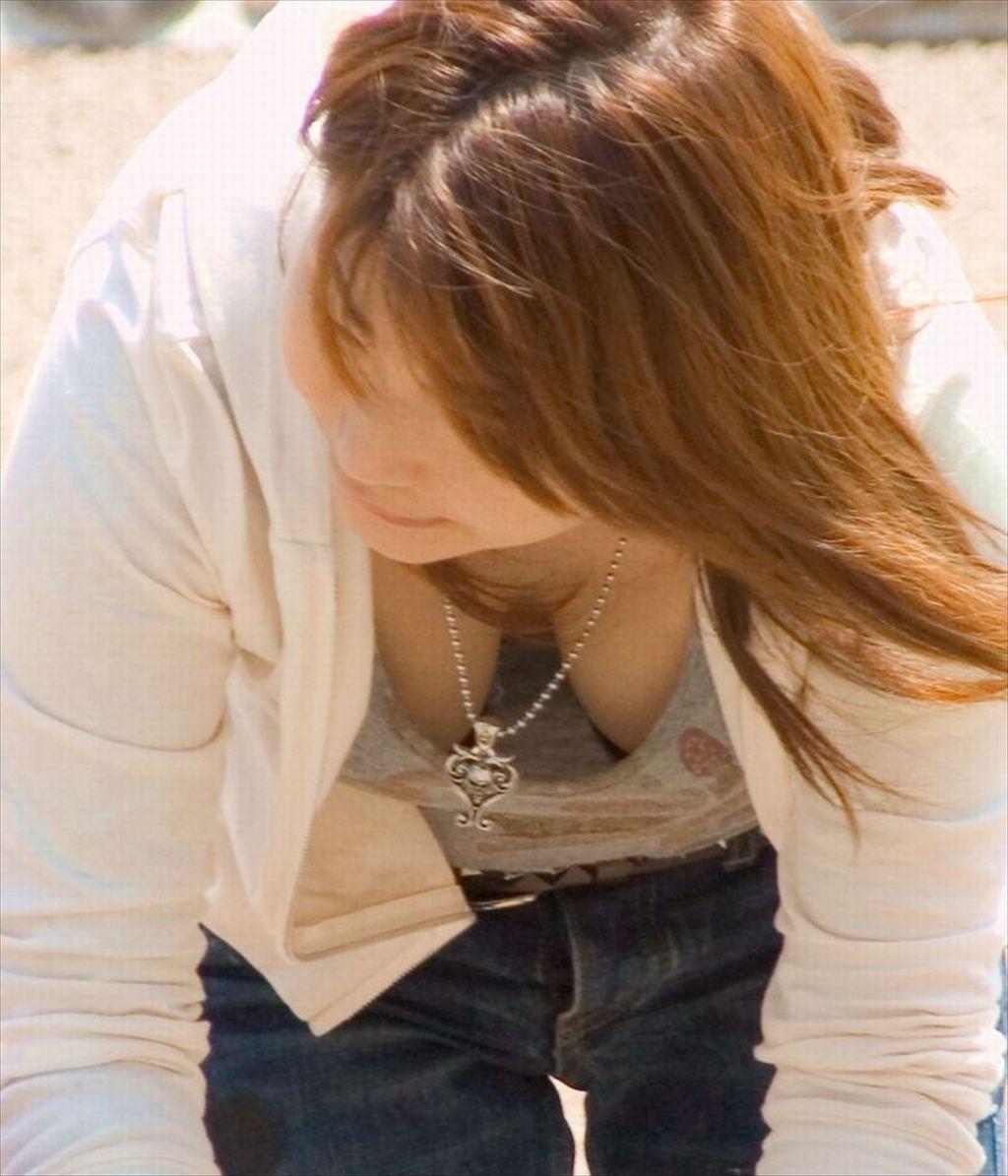 巨乳の素人さんが思いっきり胸チラ (6)