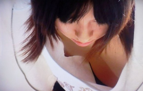 乳首チラしちゃった素人さん (12)