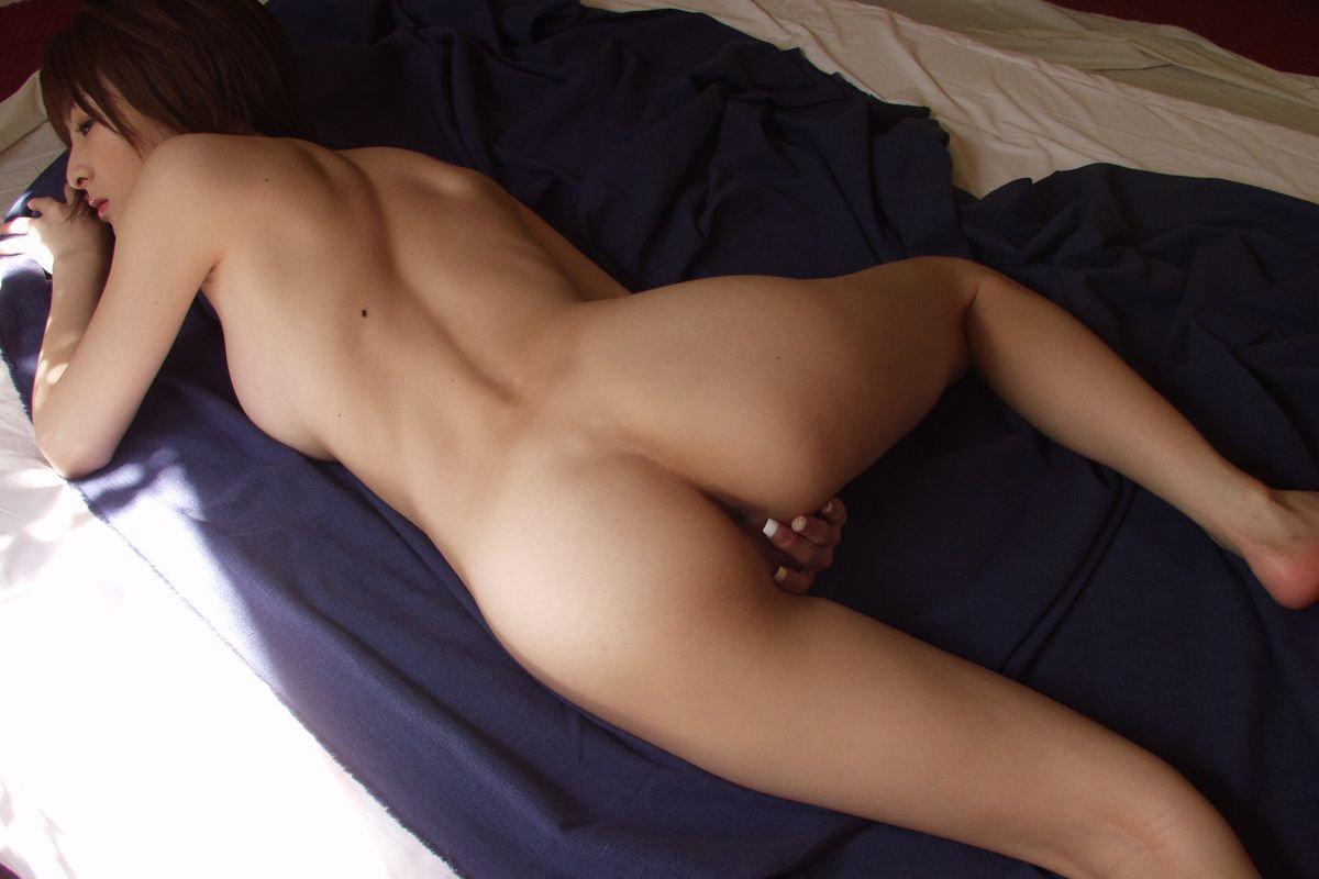 腰から尻にかけての曲線美 (13)
