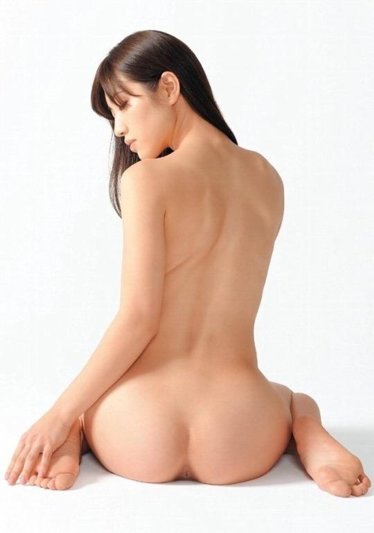 腰から尻にかけての曲線美 (2)