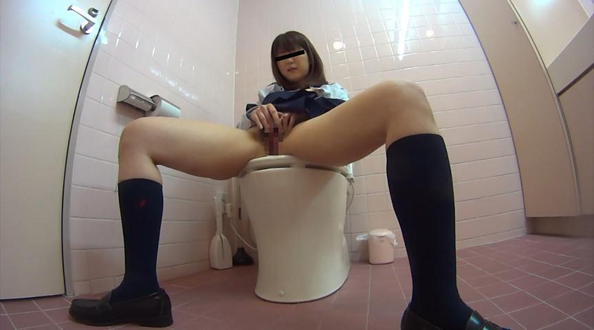 トイレでオナニーを始めちゃった素人さん (8)