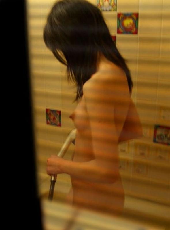 自宅の風呂場で裸の素人さんを発見 (19)