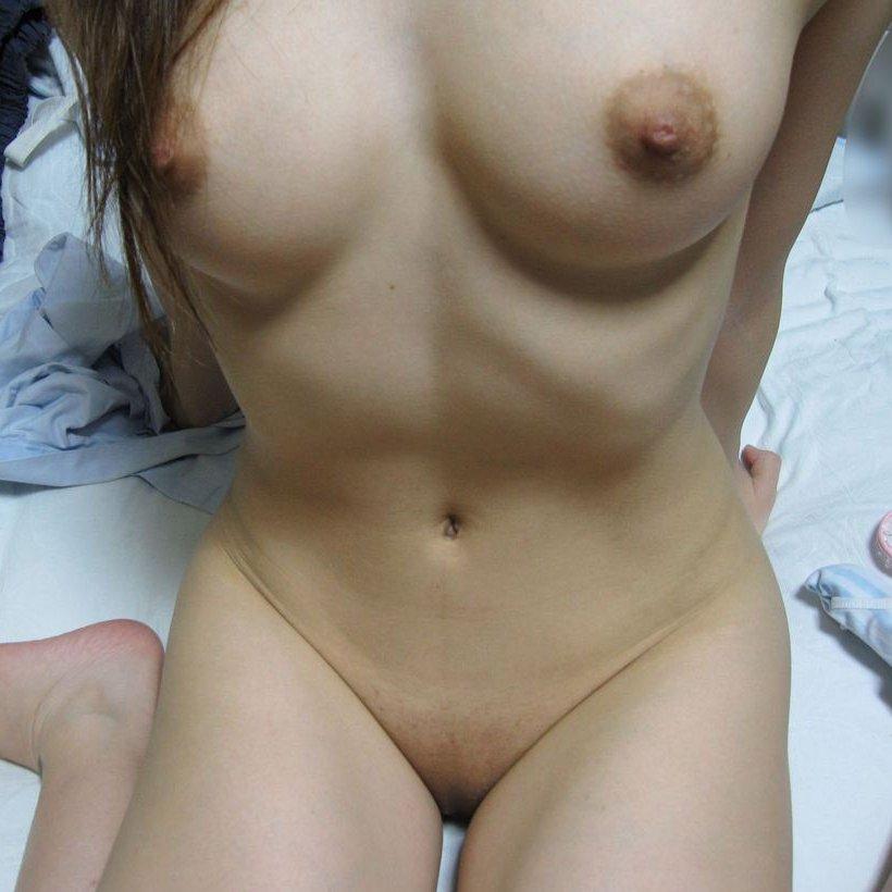 【自撮りエロ画像】全裸になった自分の姿を撮影した素人ヌード自撮り画像