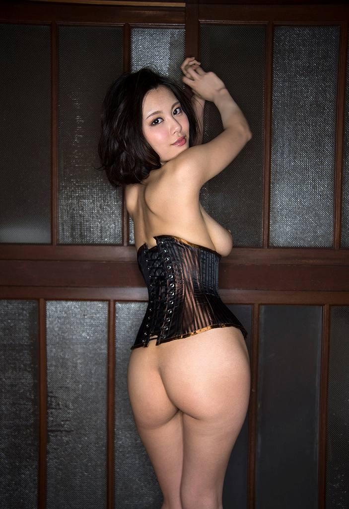 ボンデージ衣装がセクシーなナイスバディ美女 (13)