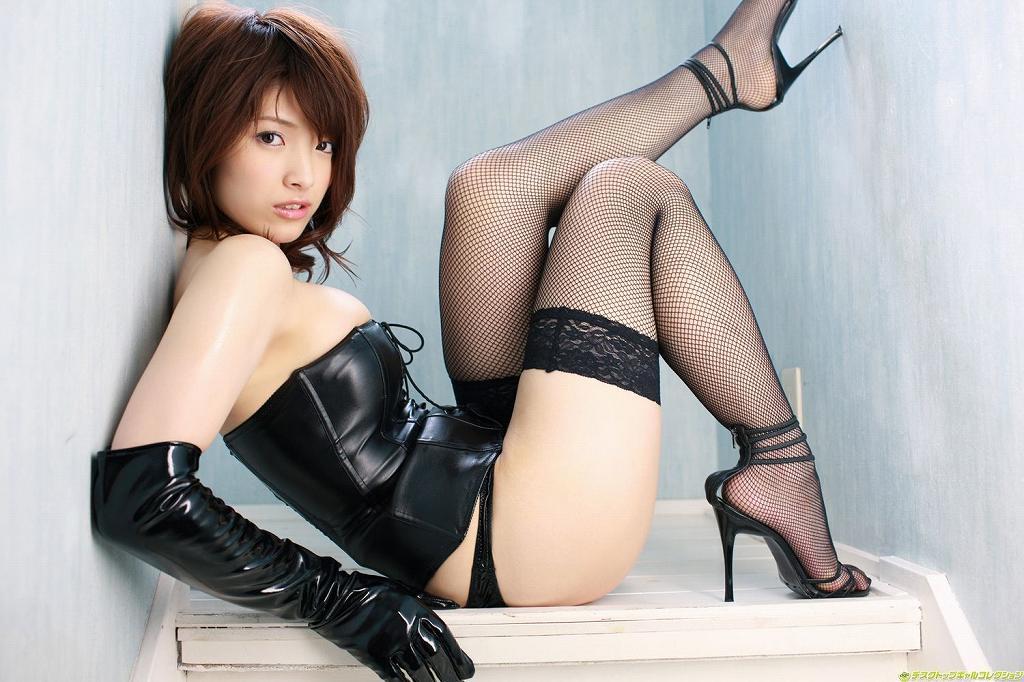 ボンデージ衣装がセクシーなナイスバディ美女 (15)