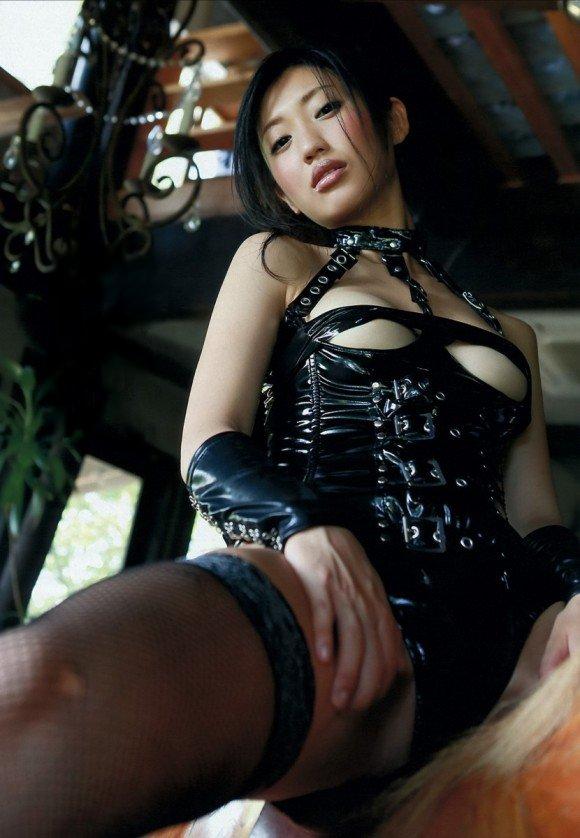ボンデージ衣装がセクシーなナイスバディ美女 (3)