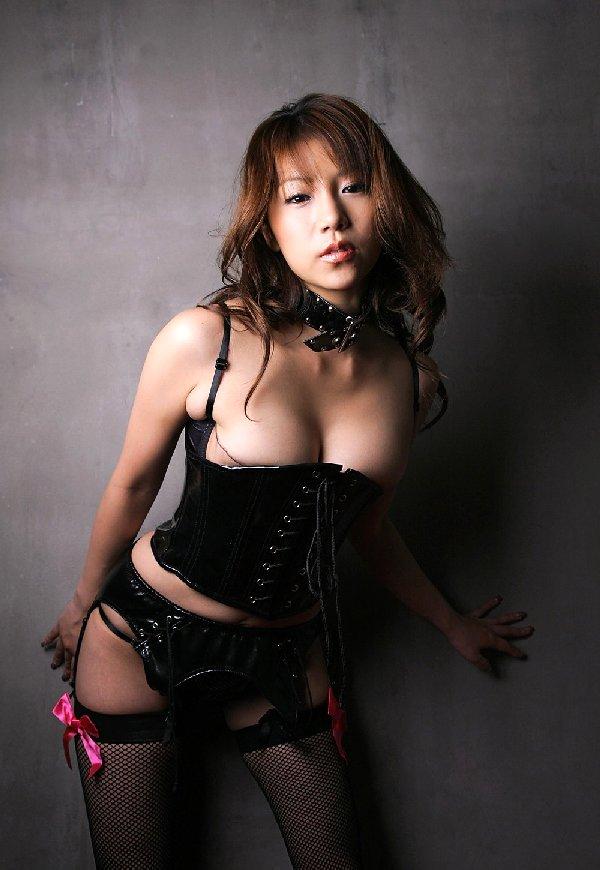 ボンデージ衣装がセクシーなナイスバディ美女 (8)