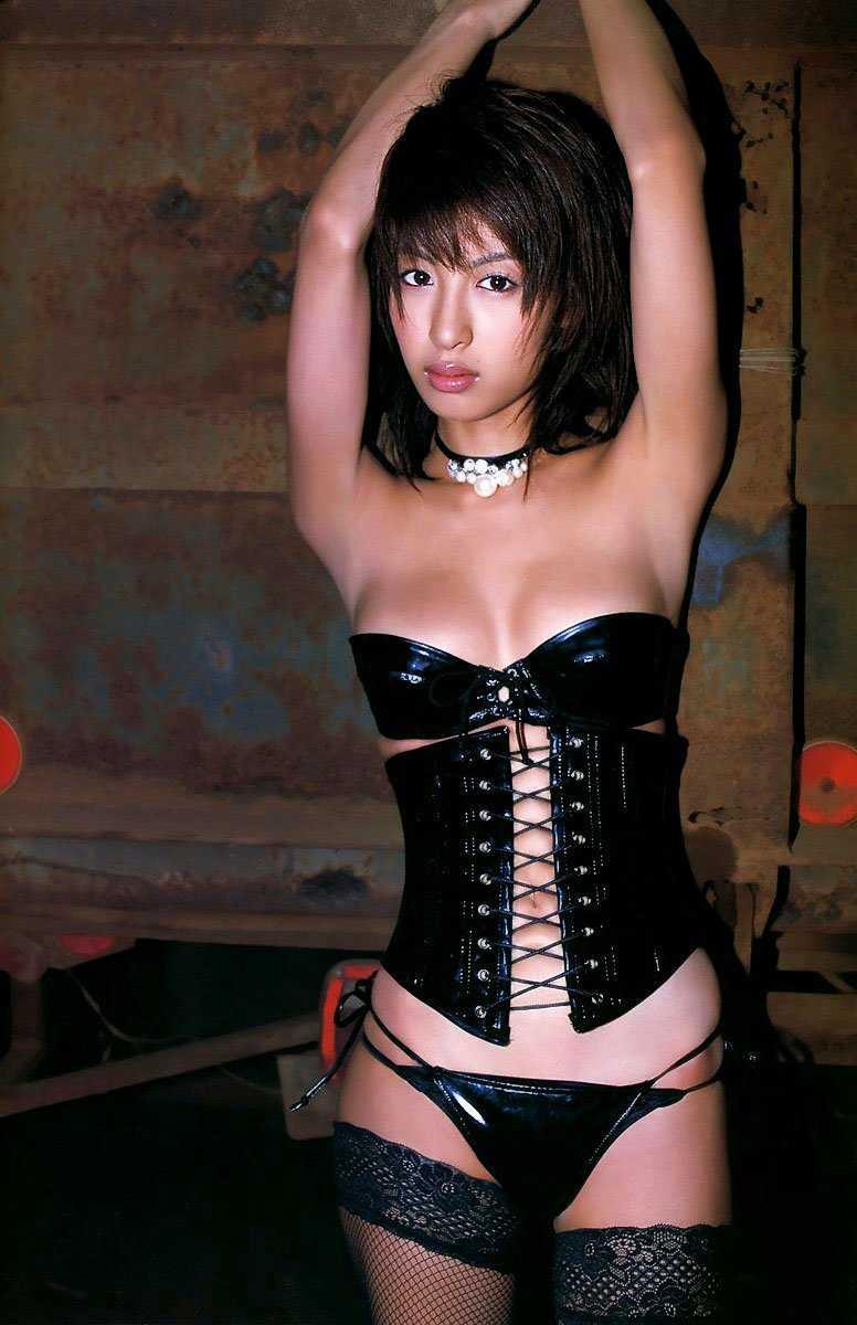 ボンデージ衣装がセクシーなナイスバディ美女 (4)