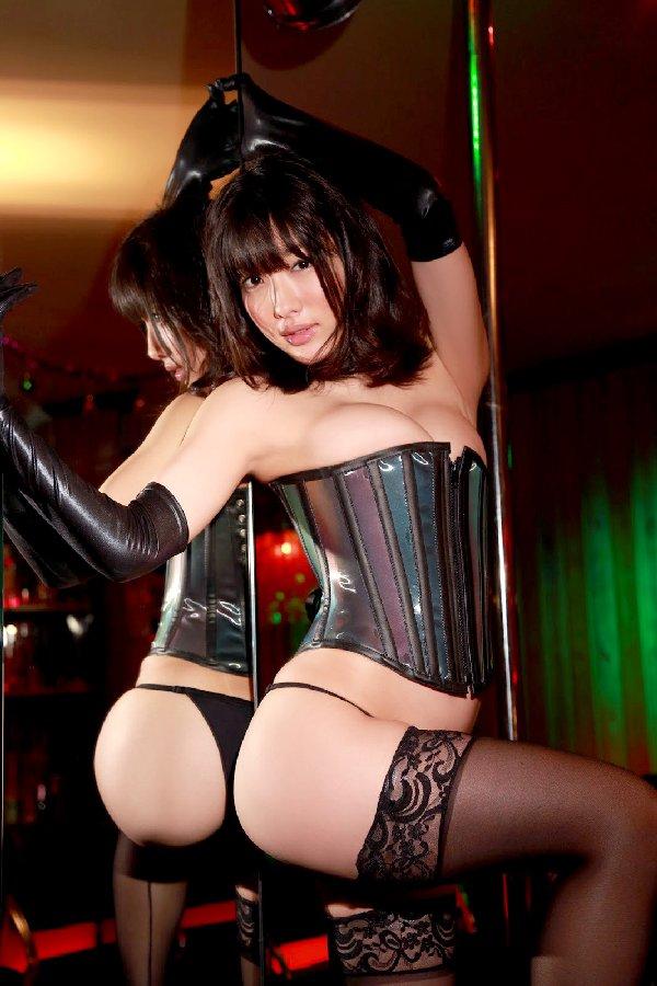 ボンデージ衣装がセクシーなナイスバディ美女 (6)