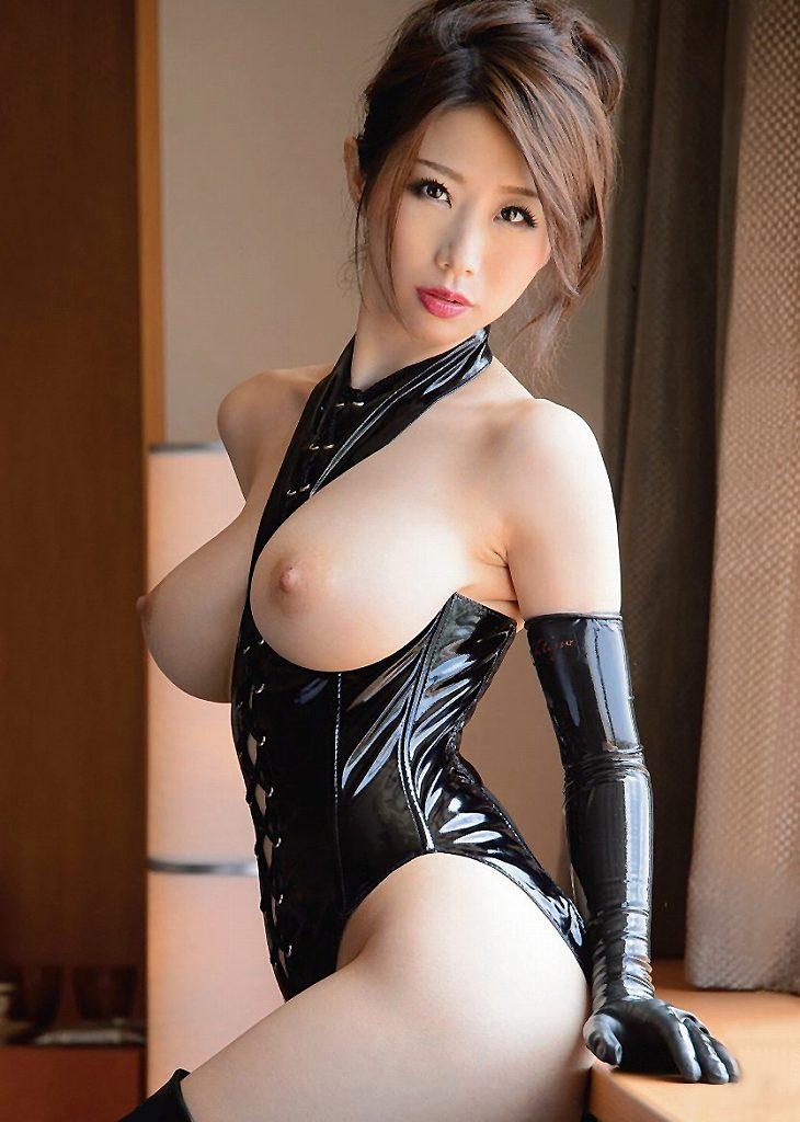 ボンデージ衣装がセクシーなナイスバディ美女 (11)