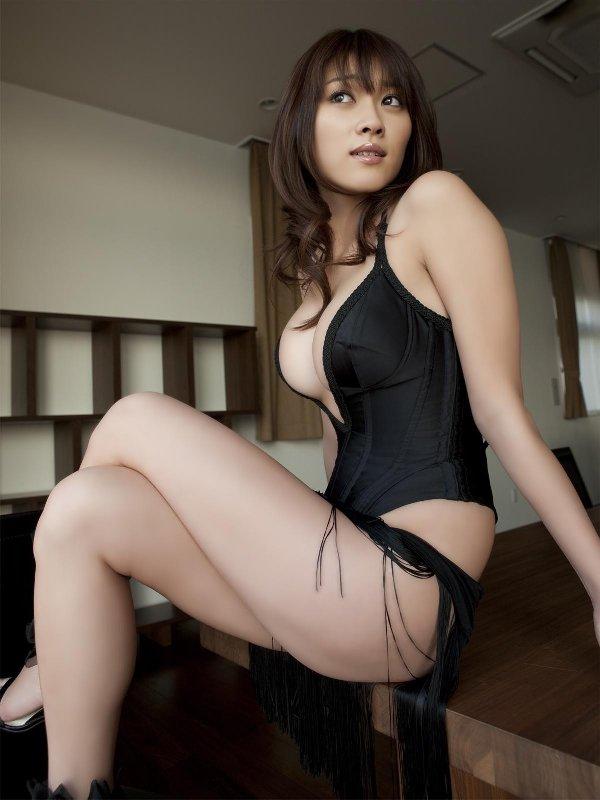 ボンデージ衣装がセクシーなナイスバディ美女 (5)