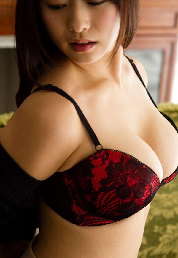 巨乳の人妻が乳房を揺らして激しくSEX、白石茉莉奈 (3)