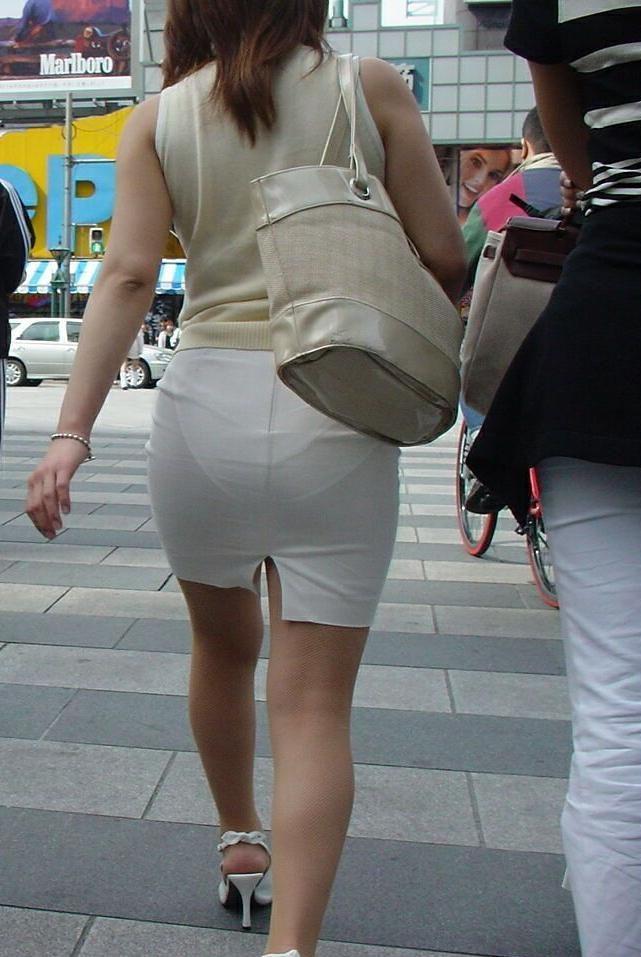お尻からパンツが透けてる女の子 (5)