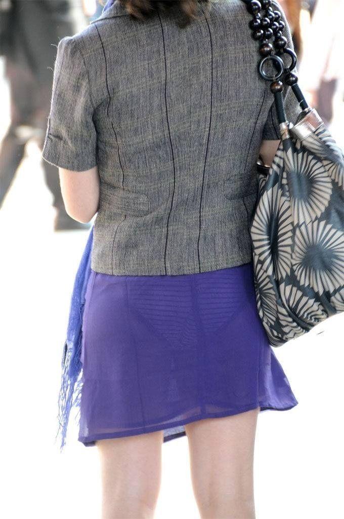 パンティがスケスケで見えまくりな女の子 (12)