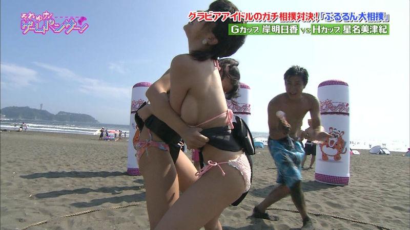 ハプニングで乳首がTVに映っちゃった (5)