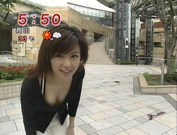 ハプニングで乳首がTVに映っちゃった (6)