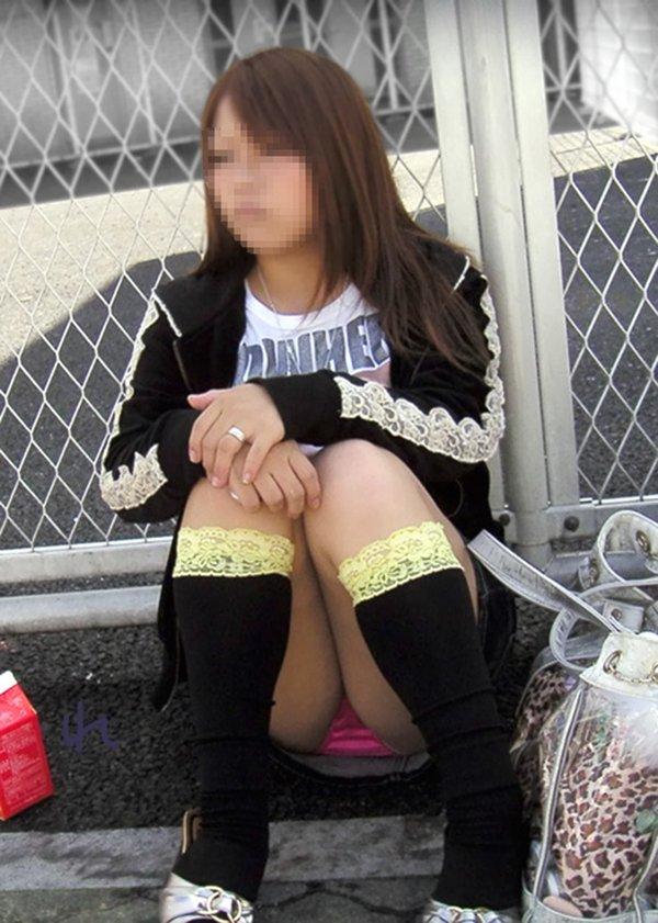スカートを穿くとパンチラしちゃう無防備な素人さん (15)