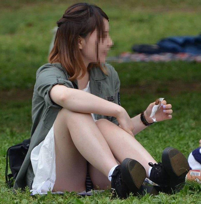 スカートを穿くとパンチラしちゃう無防備な素人さん (1)