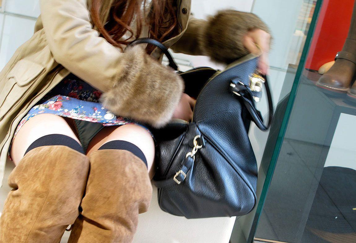 スカートを穿くとパンチラしちゃう無防備な素人さん (13)
