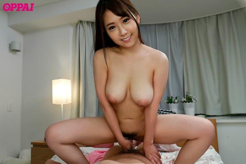 大きな巨乳を揺らして激しくSEX、香坂紗梨 (24)