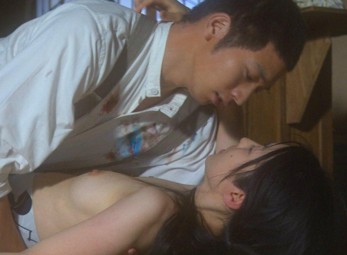 綺麗な女優の大胆な濡れ場シーン (14)