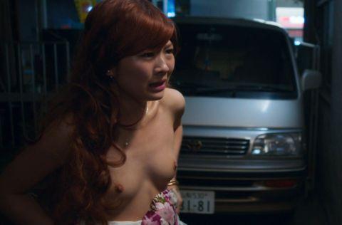 綺麗な女優の大胆な濡れ場シーン (8)