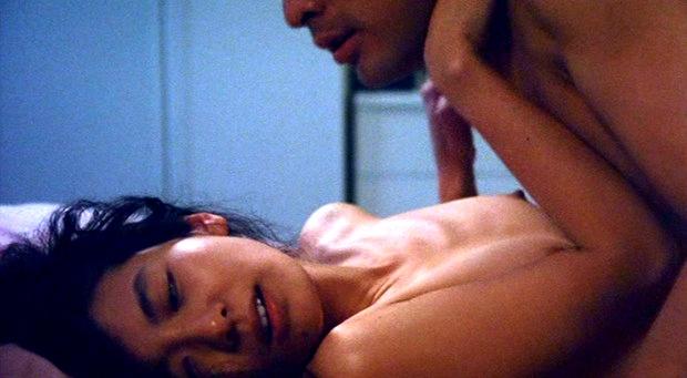 綺麗な女優の大胆な濡れ場シーン (9)