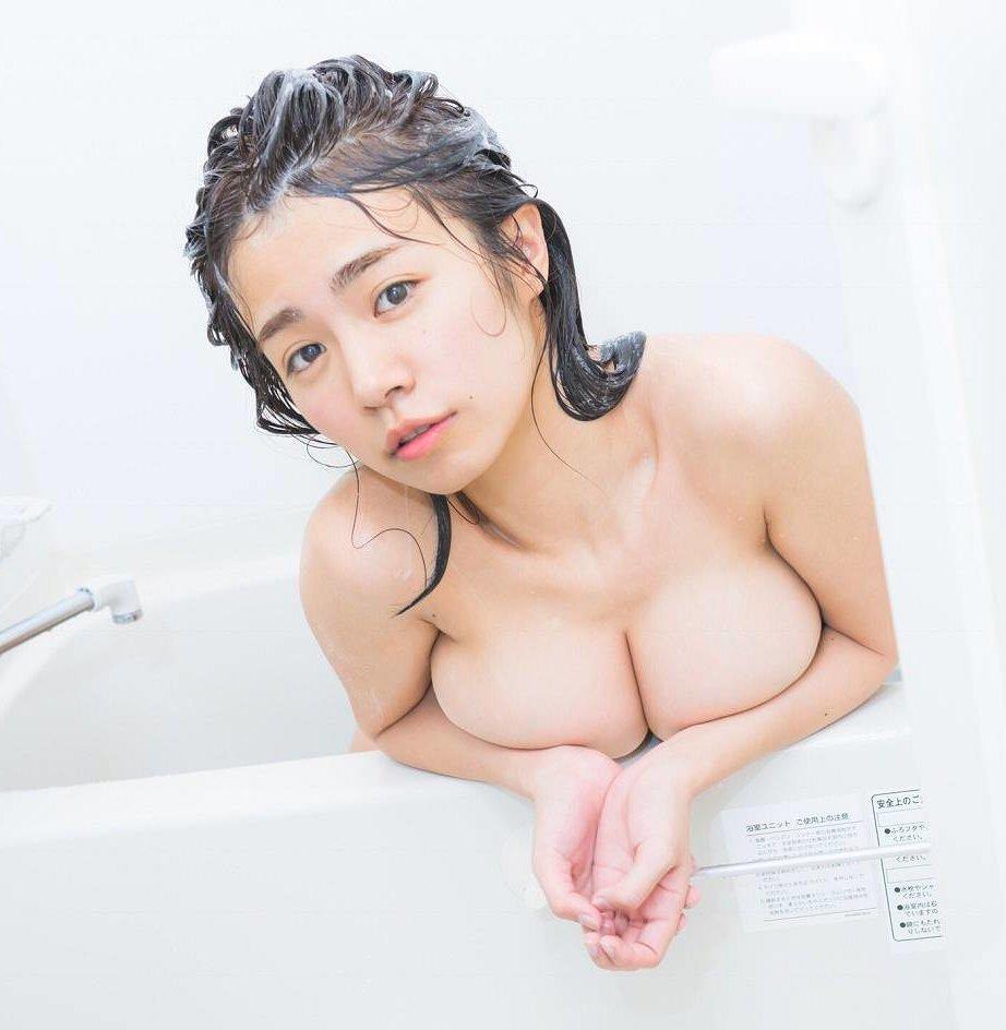 爆乳を惜しげもなく披露するグラドル、菜乃花 (16)