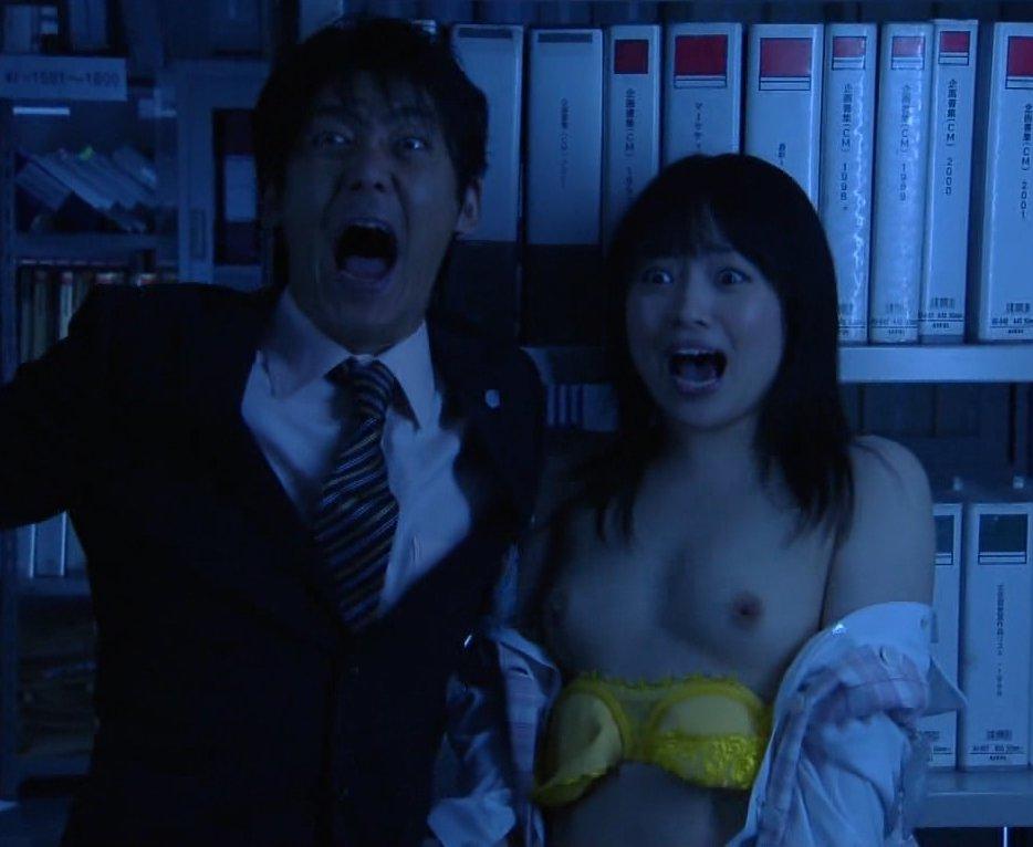 TV番組で乳首まで出しちゃった (4)