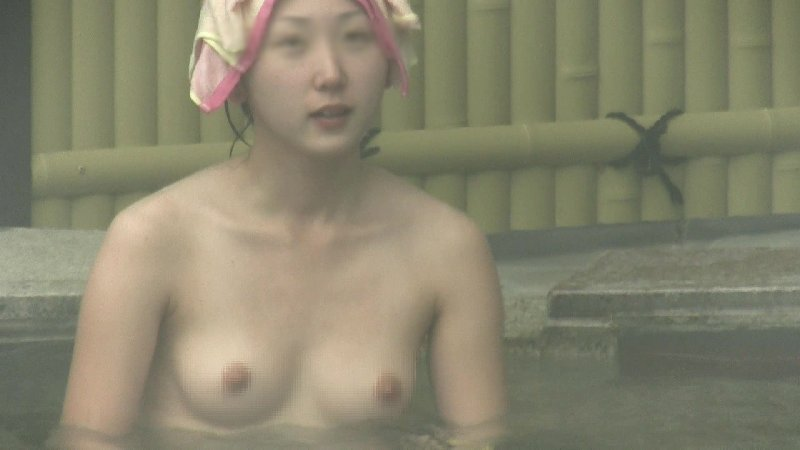 温泉に入浴している全裸の素人さん (16)