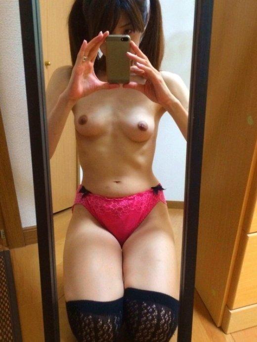 鏡自撮りでヌード撮影する素人さん (2)