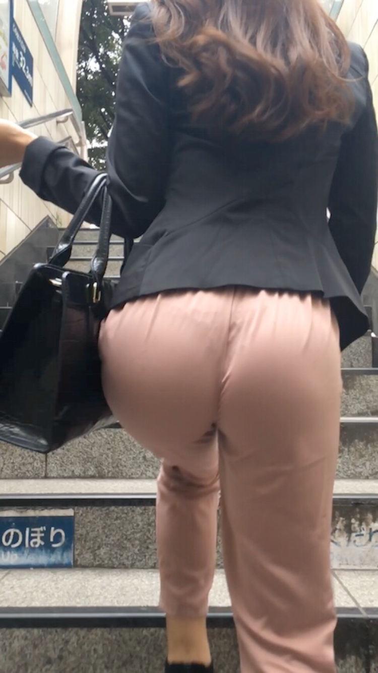 パンツが透けて見えている素人さん (17)