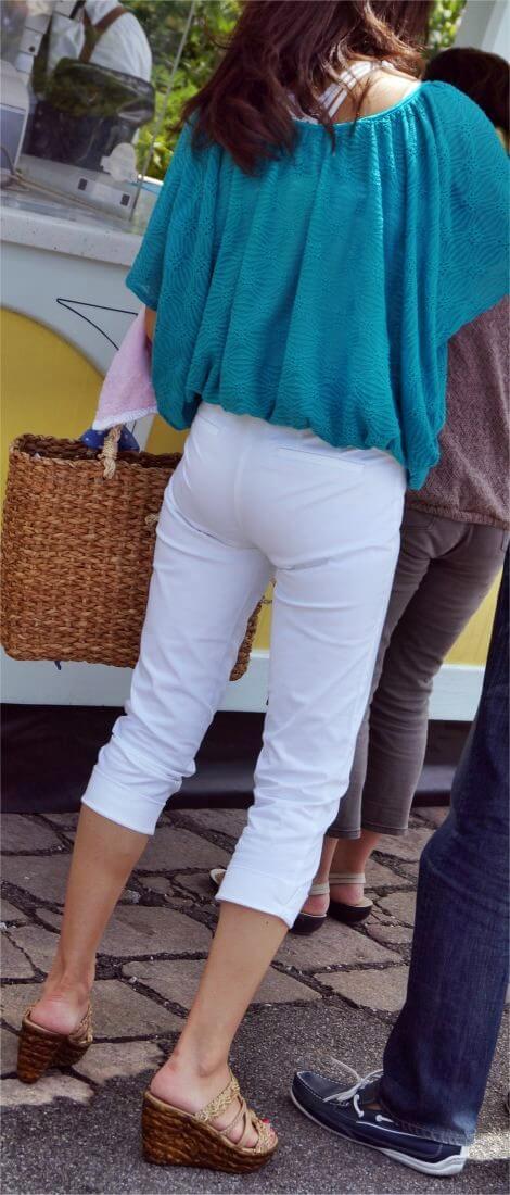 パンツが透けて見えている素人さん (16)